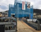葉山町の3階建てレンガの家が上棟です。