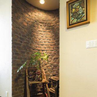 横浜市の工務店「せらら工房」施工事例 玄関ホール レンガの飾り壁