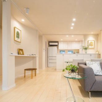 横浜市の工務店「せらら工房」の施工事例 敷地を活かした白レンガの家