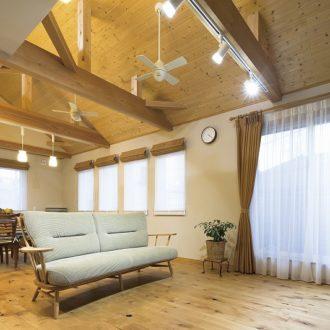 木の温もりに包まれた癒しレンガの家