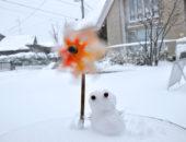 レンガと雪